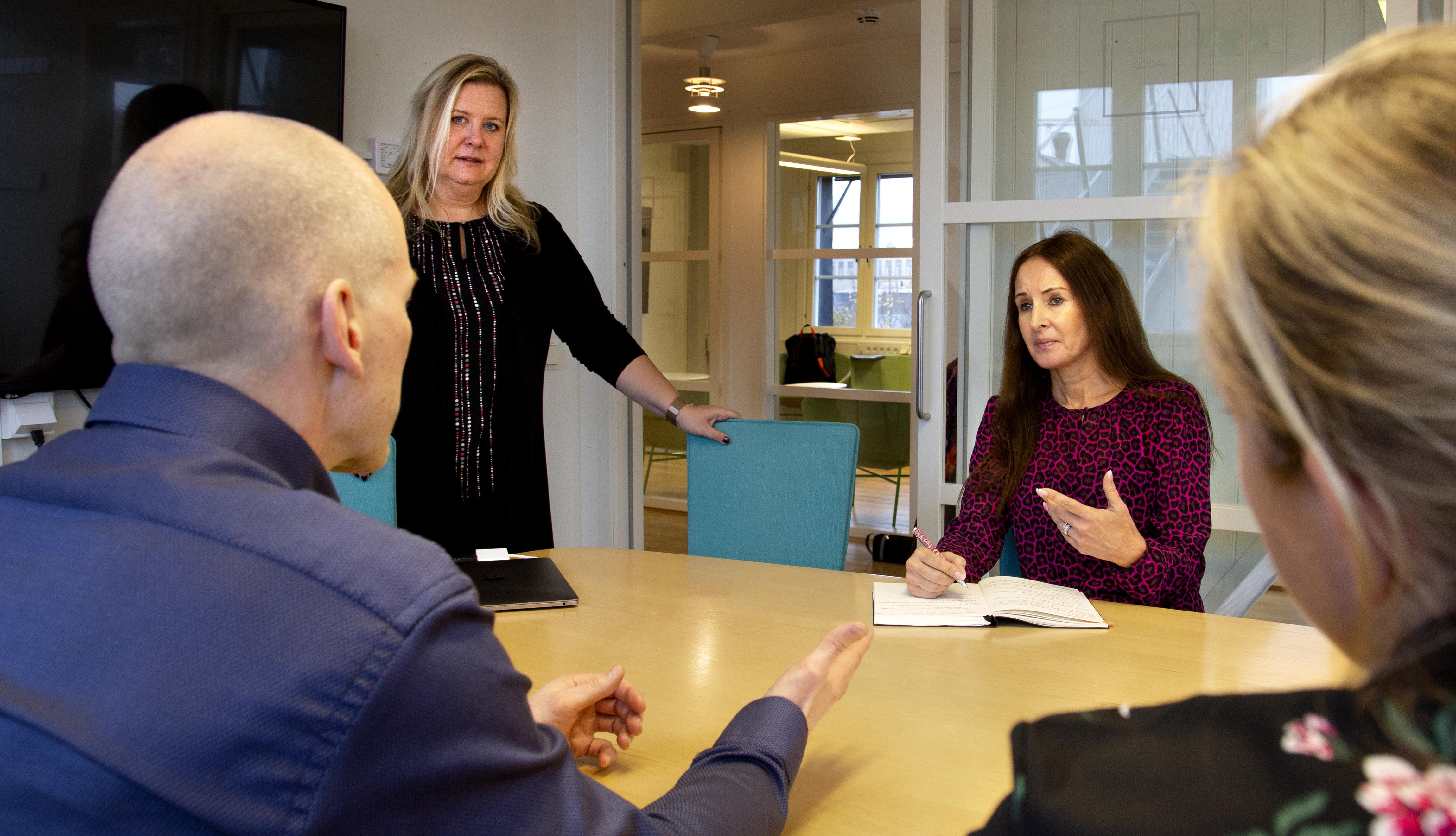 Företagare diskuterar idéer vid workshop