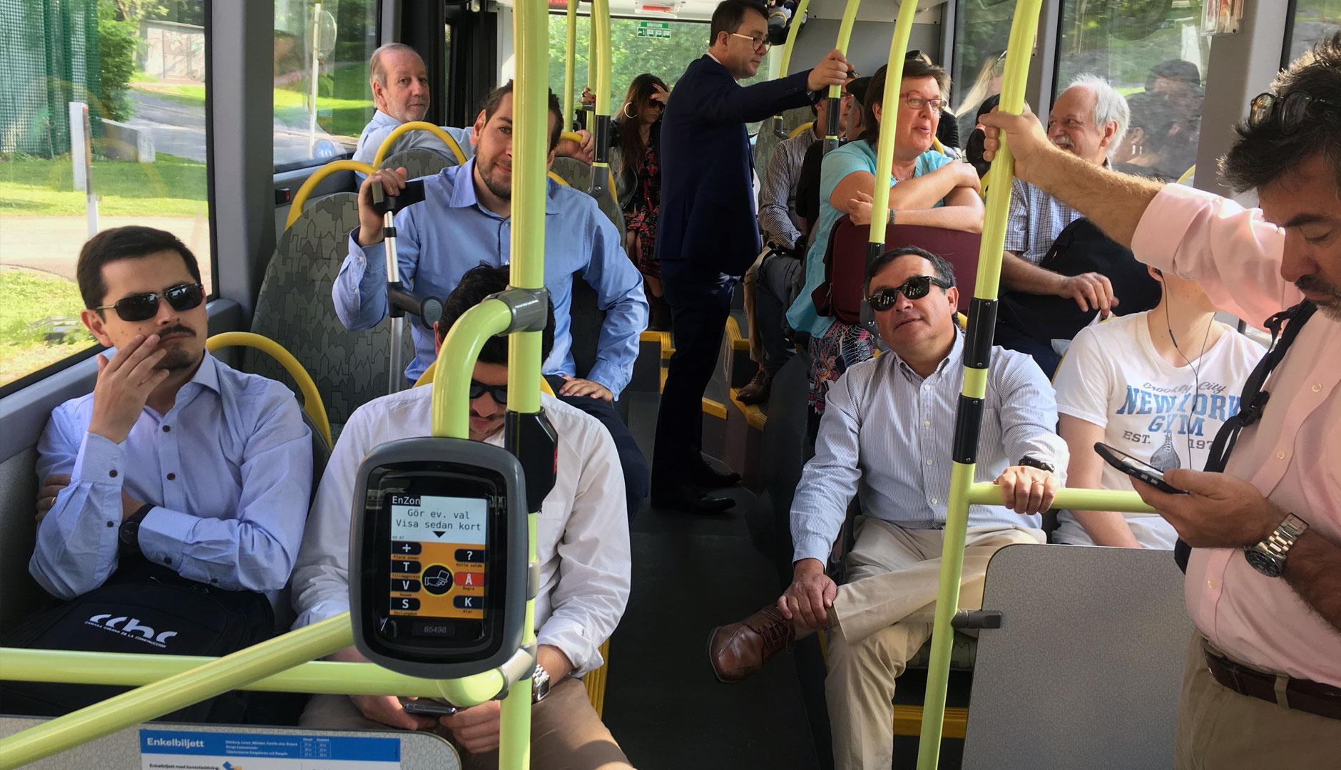 Åktur med den tysta och avgasfria bussen linje 55 besök från chile med Green Gothenburg
